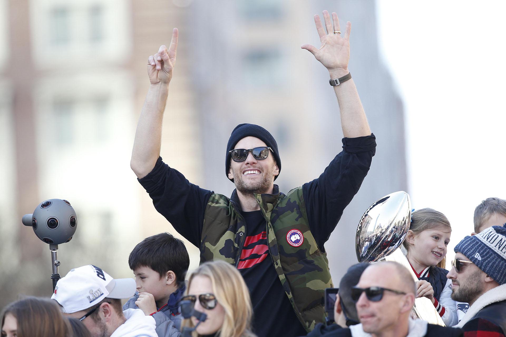 """""""Estoy muy orgulloso de mi equipo. Mira esto, esta es mi motivación (para seguir)"""", dijo Brady al finalizar el duelo"""