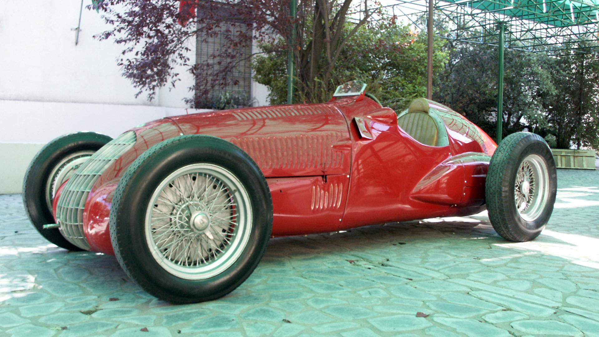 El Alfa Romeo 308 con el que corrió Oscar Gálvez, exhibido en el museo de Balcarce