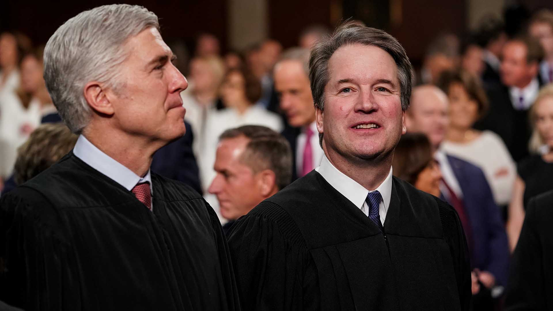 Los jueces de la Corte SupremaNeil Gorsuch, izquierda, y Brett Kavanaughen el Capitolio (Doug Mills via REUTERS)