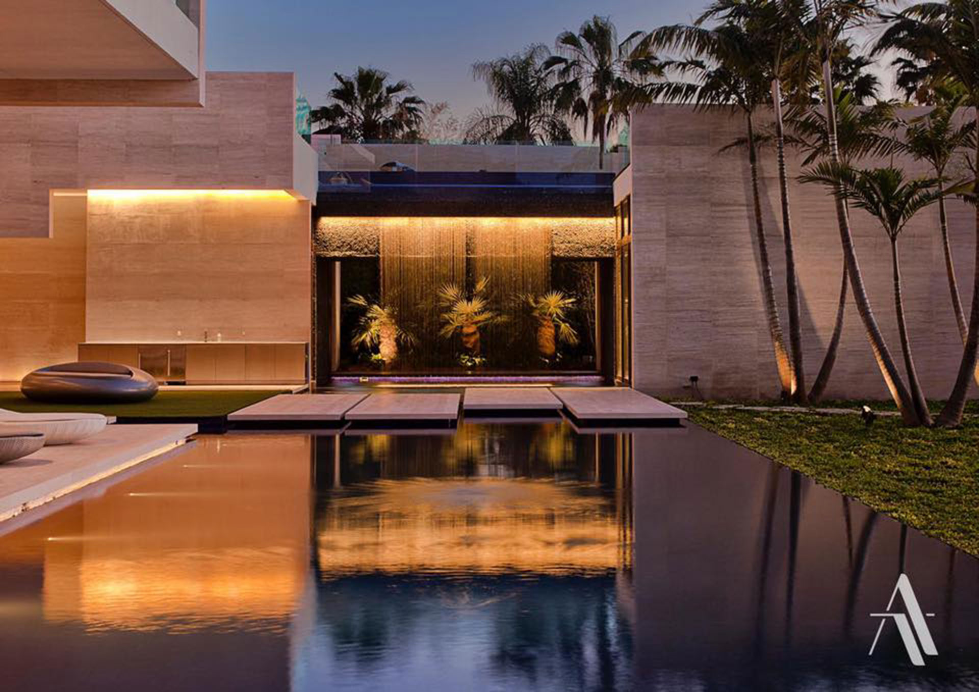 La casa, con detalles ultramodernos, se extiende en casi 2.000 metros cuadrados