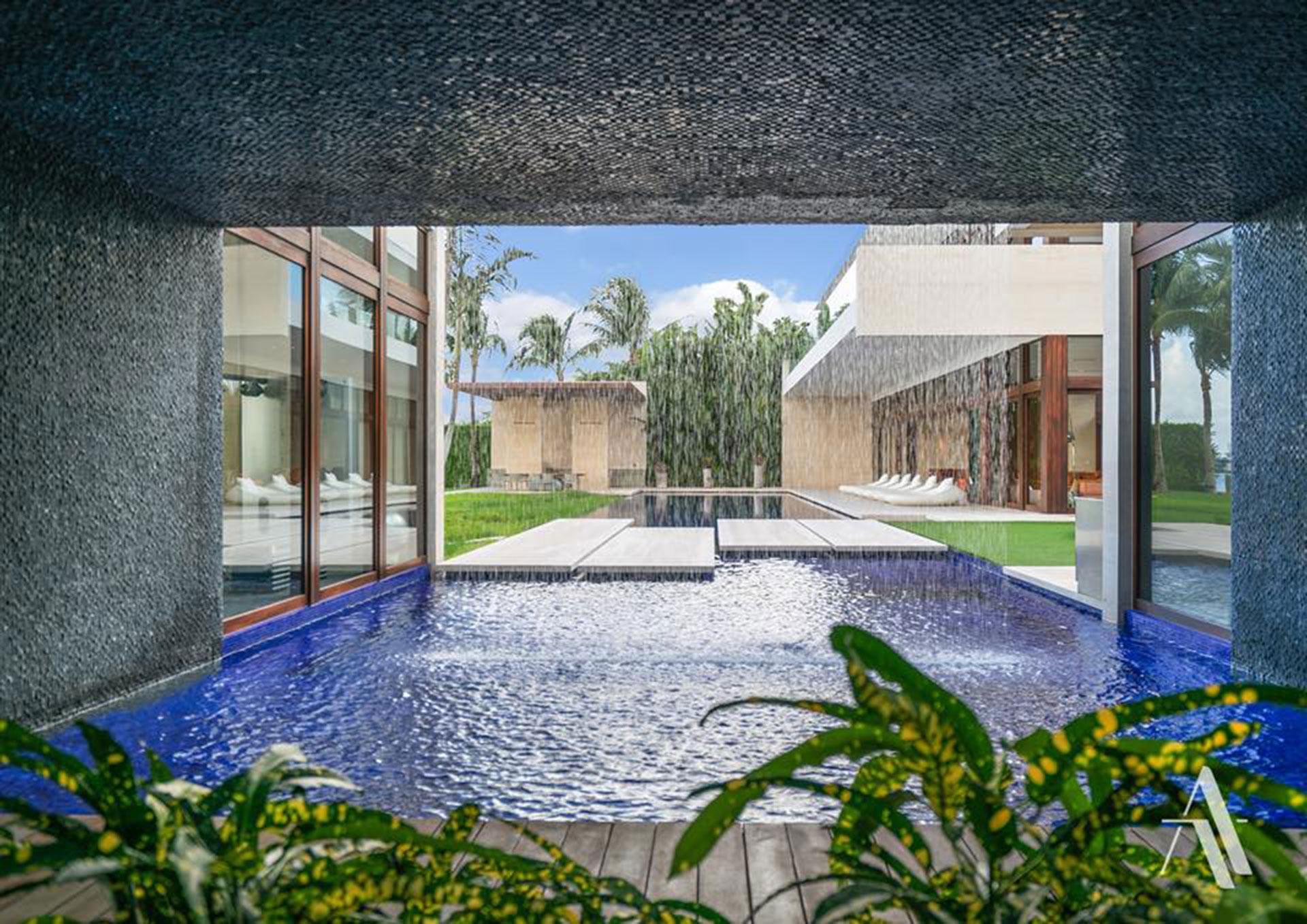 El sector inmobiliario de la zona se ha visto impulsado por las nuevas regulaciones impositivas que reducen las cargas sobre los bienes personales.En 2012, fue vendida por USD 47 millones