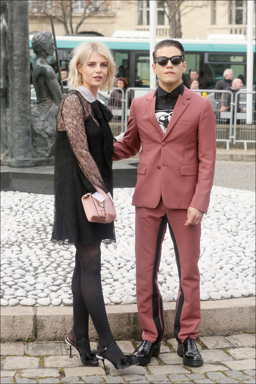 El norteamericano Rami Malek (37) y la inglesa Lucy Boynton (24)