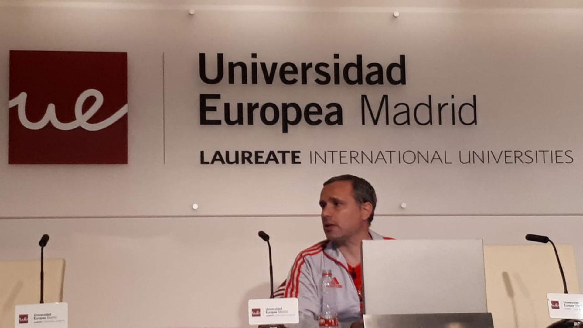 Una imagen de la disertación de Grossi en la Universidad Europea Madrid