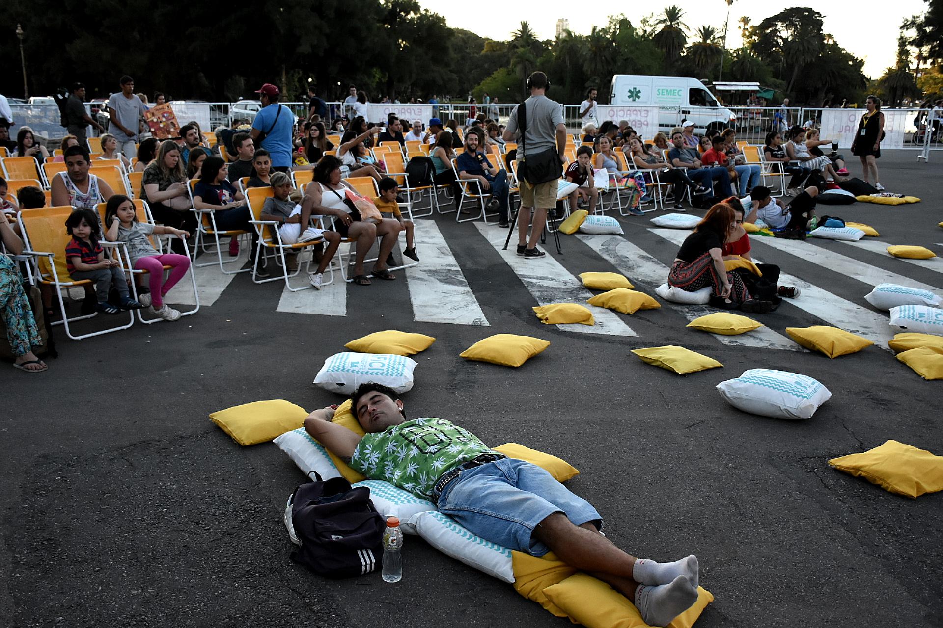 Cerca de 3.000 personas se acercaron a los Bosques de Palermo para disfrutar de la iniciativa que se extenderá hasta el próximo domingo 10 con una amplia oferta de proyecciones cinematográficas