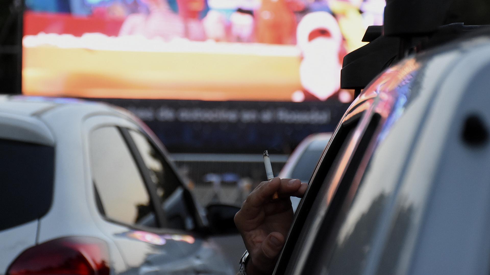 Desde los automóviles se puede escuchar el audio de los filmes mediante la frecuencia de radio FM 107.3