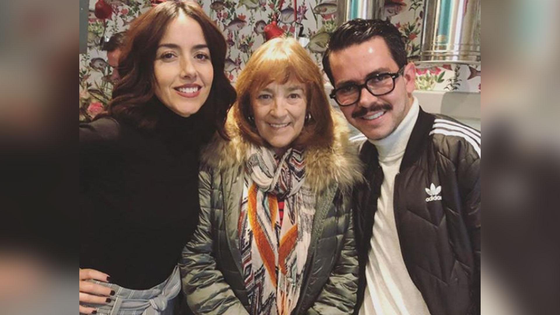 """Cecilia Suárez, Carmen Maura y Manolo Caro durante el rodaje de """"La Casa de las Flores"""" (Foto: instagram manolocaro)"""