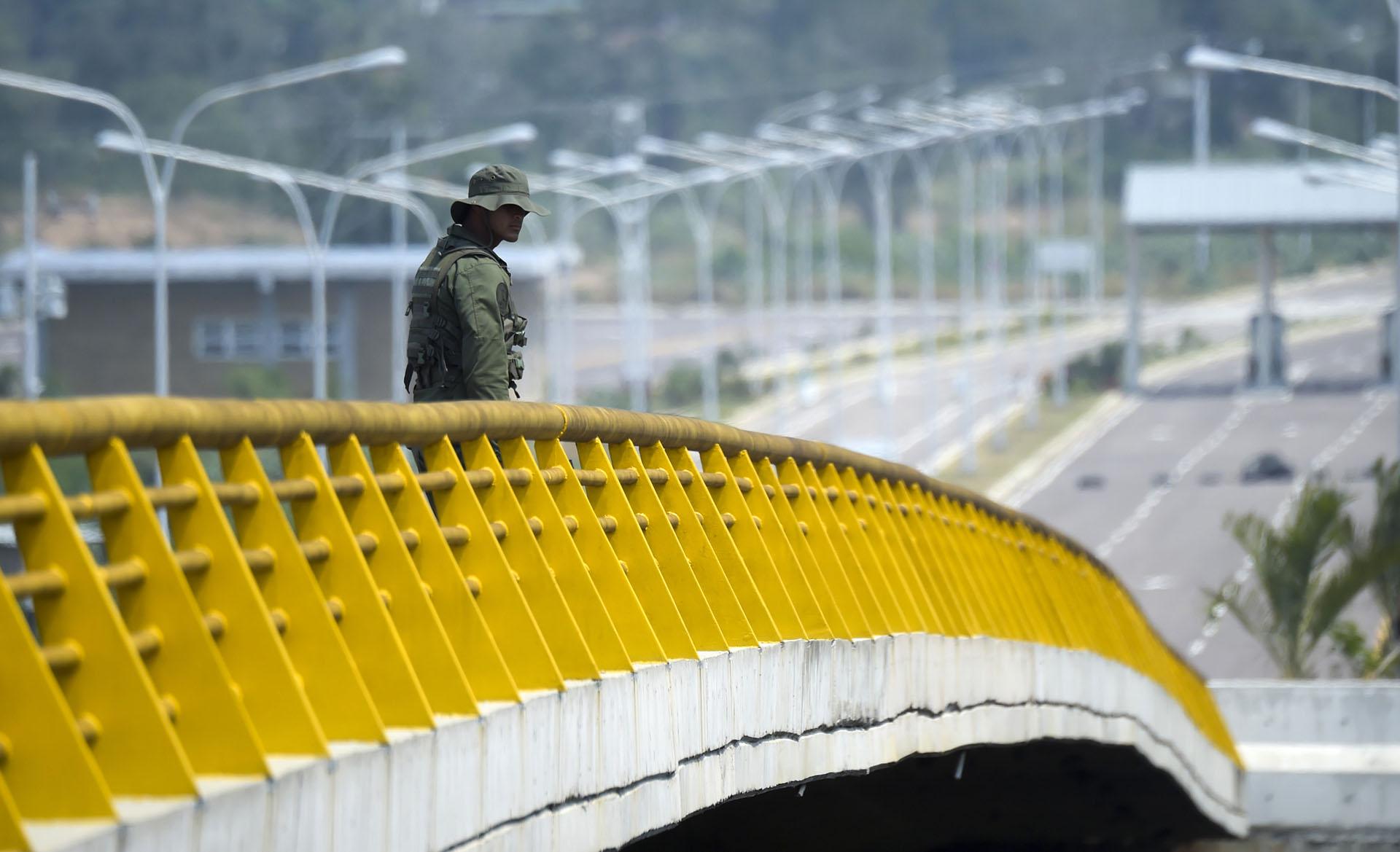 En el más absoluto hermetismo, los Gobiernos de Colombia y Estados Unidos mantienen reuniones para definir cómo se hará la operación de acopio de alimentos y medicinas en esta ciudad y su posterior traslado a Venezuela, tal como anunció el sábado el jefe del Parlamento y presidente interino de ese país, Juan Guaidó, reconocido como tal por la mayoría de la comunidad internacional