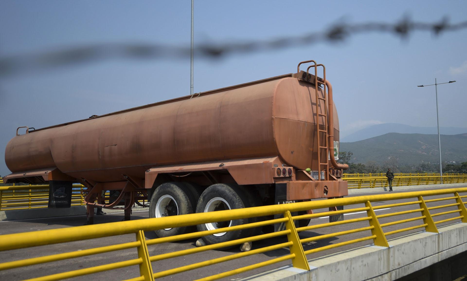 el Gobierno colombiano insistió este miércoles en que continúa trabajando en el proceso de recepción de las ayudas. Para manejar la logística se instaló el lunes pasado un puesto de mando unificado (PMU) que está ubicado en unas bodegas que colindan con el paso fronterizo de Tienditas