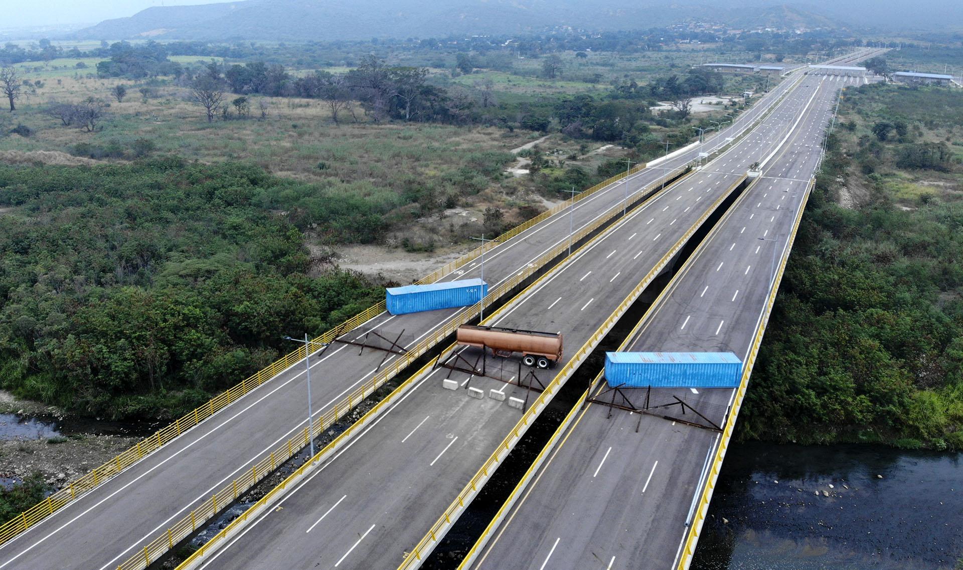 """Juan Guaidó ha descrito los envíos de emergencia como una """"prueba"""" para las fuerzas armadas de Venezuela, que tendrán que elegir si permiten que pase la tan necesaria ayuda, o si en cambio obedecen las órdenes de Maduro"""
