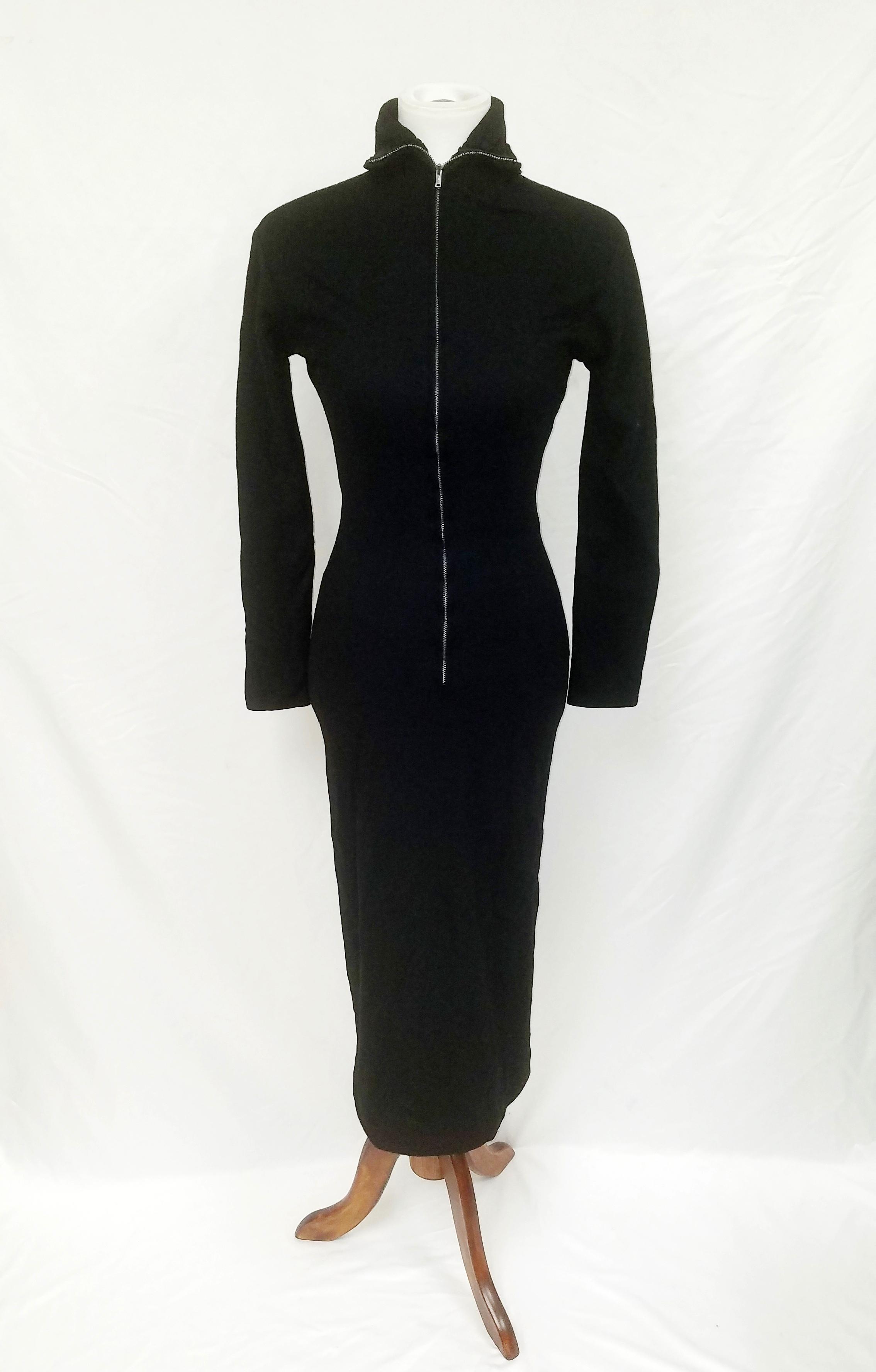 El vestido negro queMarilyn Monroe usó en una conferencia de prensa en 1954 para anunciar su divorcio de Joe DiMaggio a menos de un año de matrimonio. (GWS Auctions vía AP)