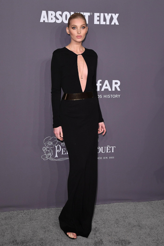 Elsa Hosk con un impactante vestido negro