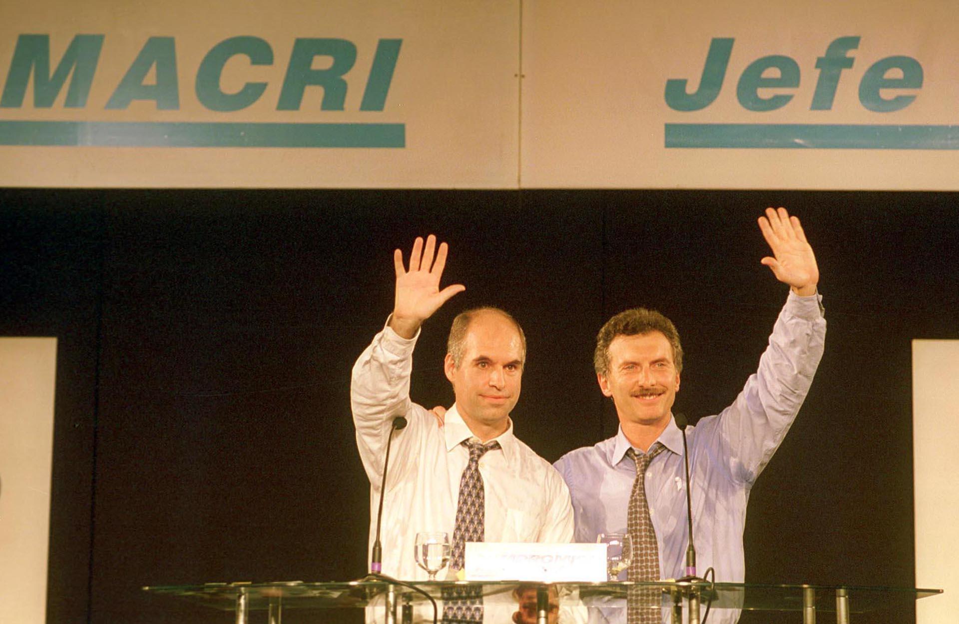 2003. Lanzado como candidato a jefe de Gobierno por el partido Compromiso Para el Cambio (predecesor del PRO), presentó en un acto en Obras Sanitarias a Horacio Rodríguez Larreta como su compañero de fórmula.