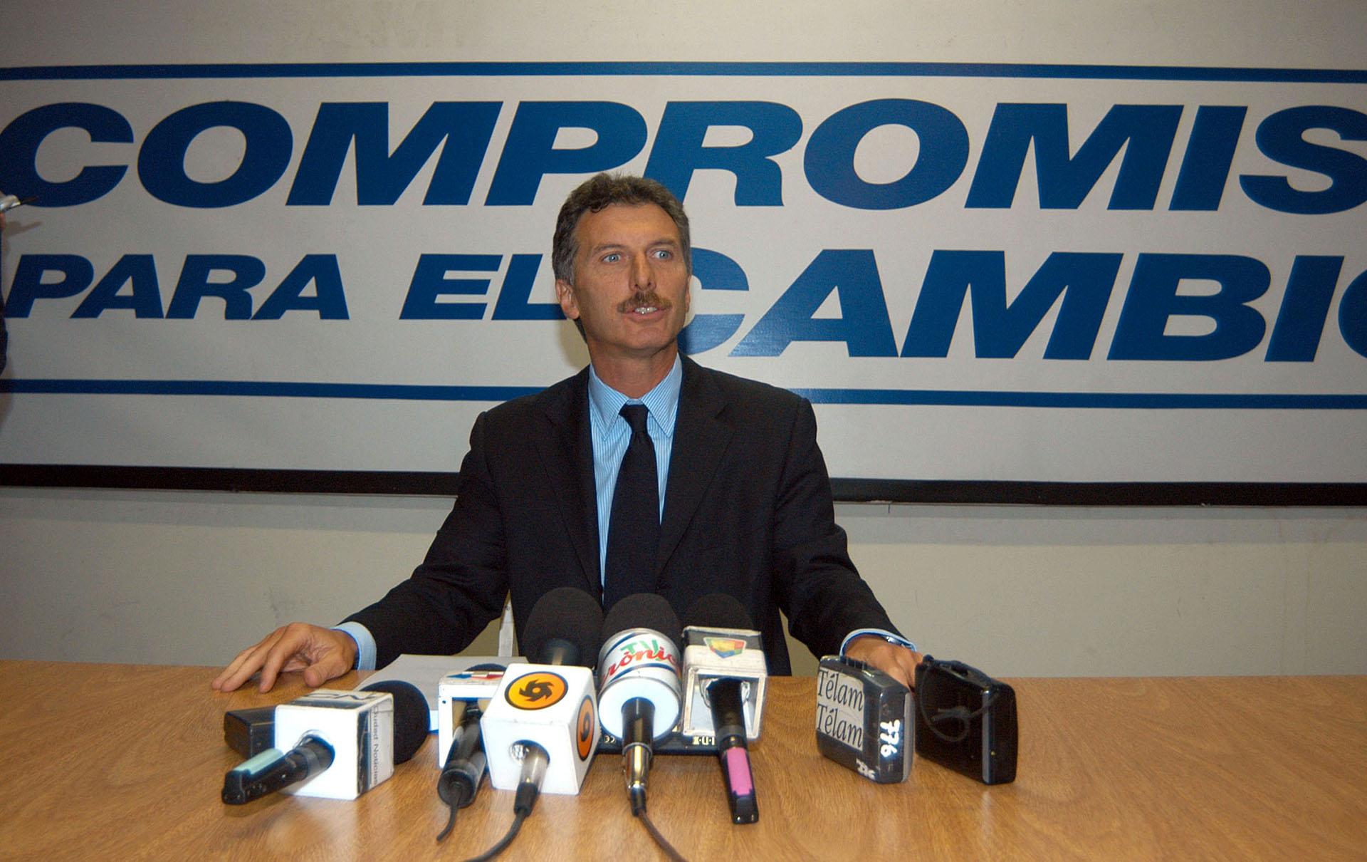 2005. En una conferencia de prensa llamada para expresar su rechazo al referendo impulsado por el jefe de Gobierno Aníbal Ibarra, el cual buscaba darle a los ciudadanos la posibilidad de decidir si debía continuar en su cargo.