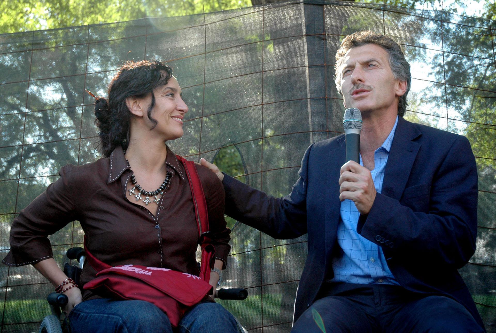 2007. Nuevamente candidato a jefe de Gobierno. Macri presenta aGabriela Michetti como su compañera de fórmula para las eleccionesde ese año.