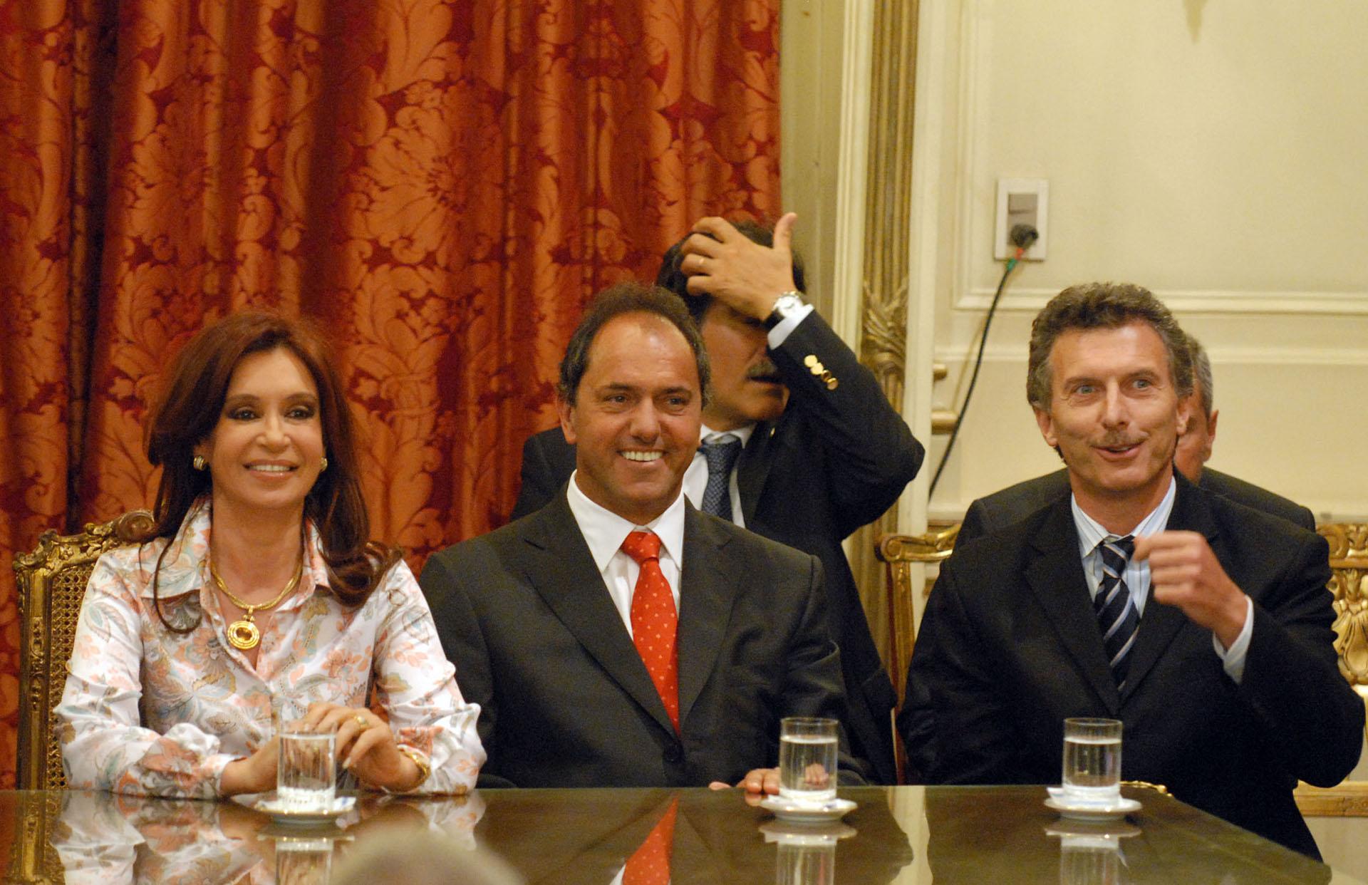 2008. Junto a los entonces presidenta y gobernador bonaerense, Cristina Kirchner y Daniel Scioli.