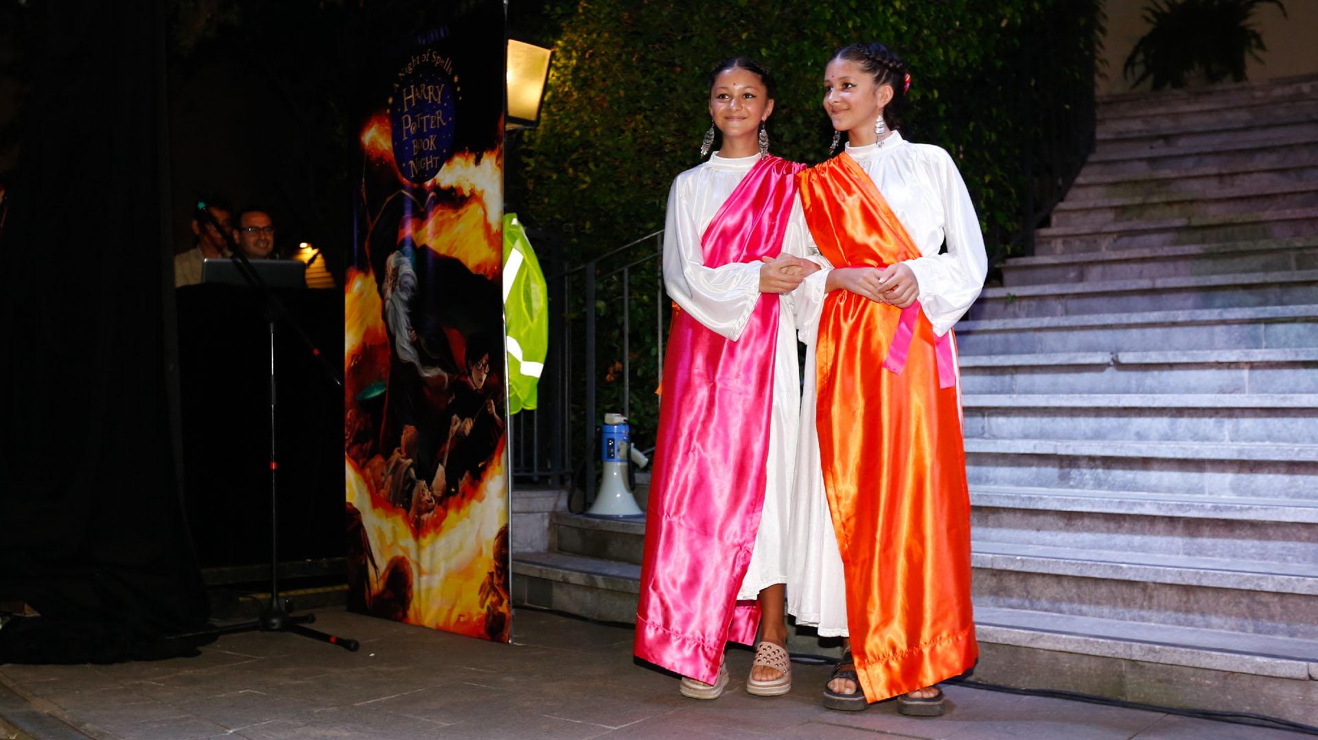 En el concurso de disfraces, unas gemelas simularon ser Parvati y Padma Patil y se llevaron una mención especial infantil