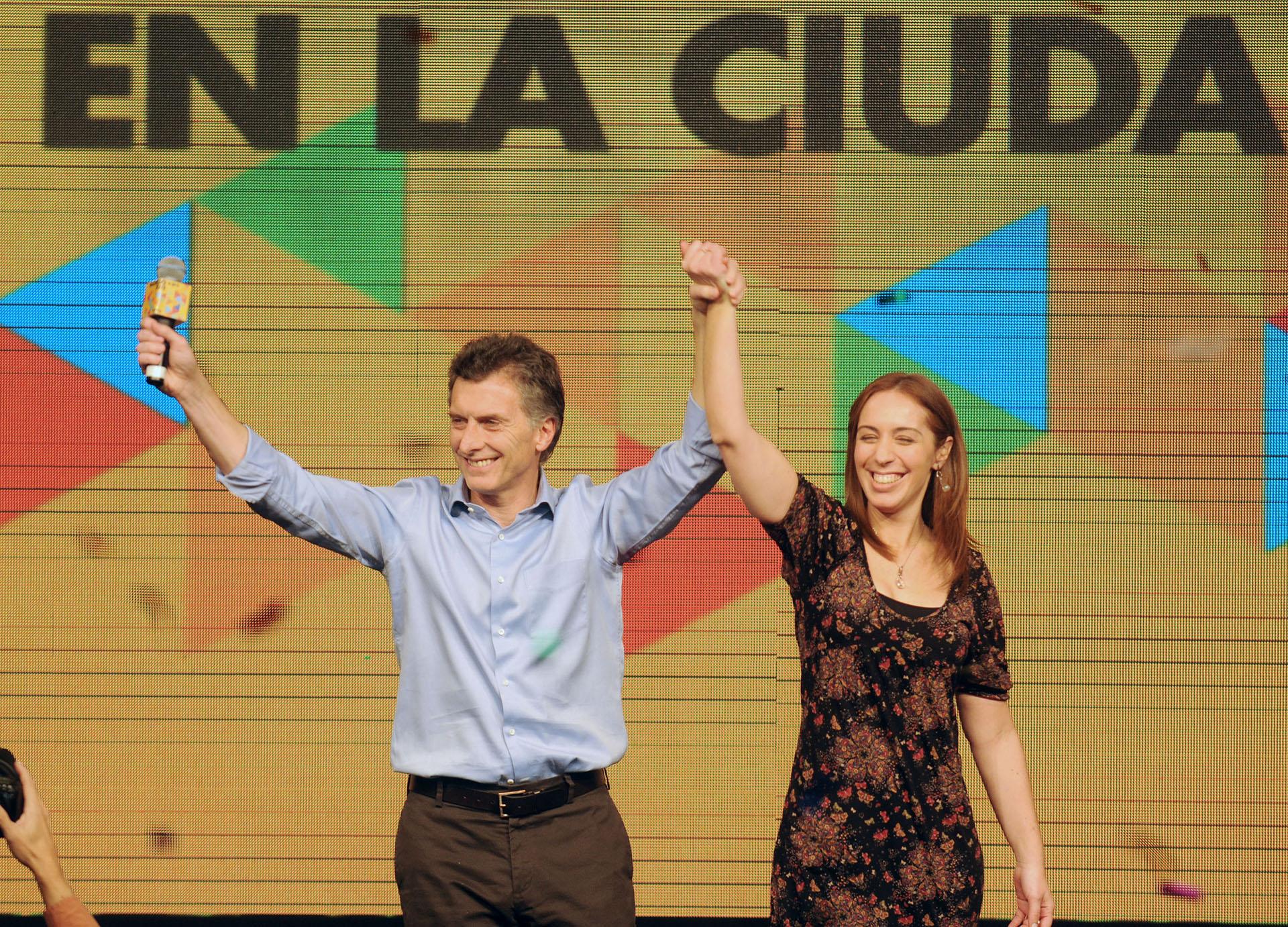 2011. Festejo del nuevo triunfo del PRO en la ciudad de Buenos Aires junto a su compañera de fórmula, María Eugenia Vidal