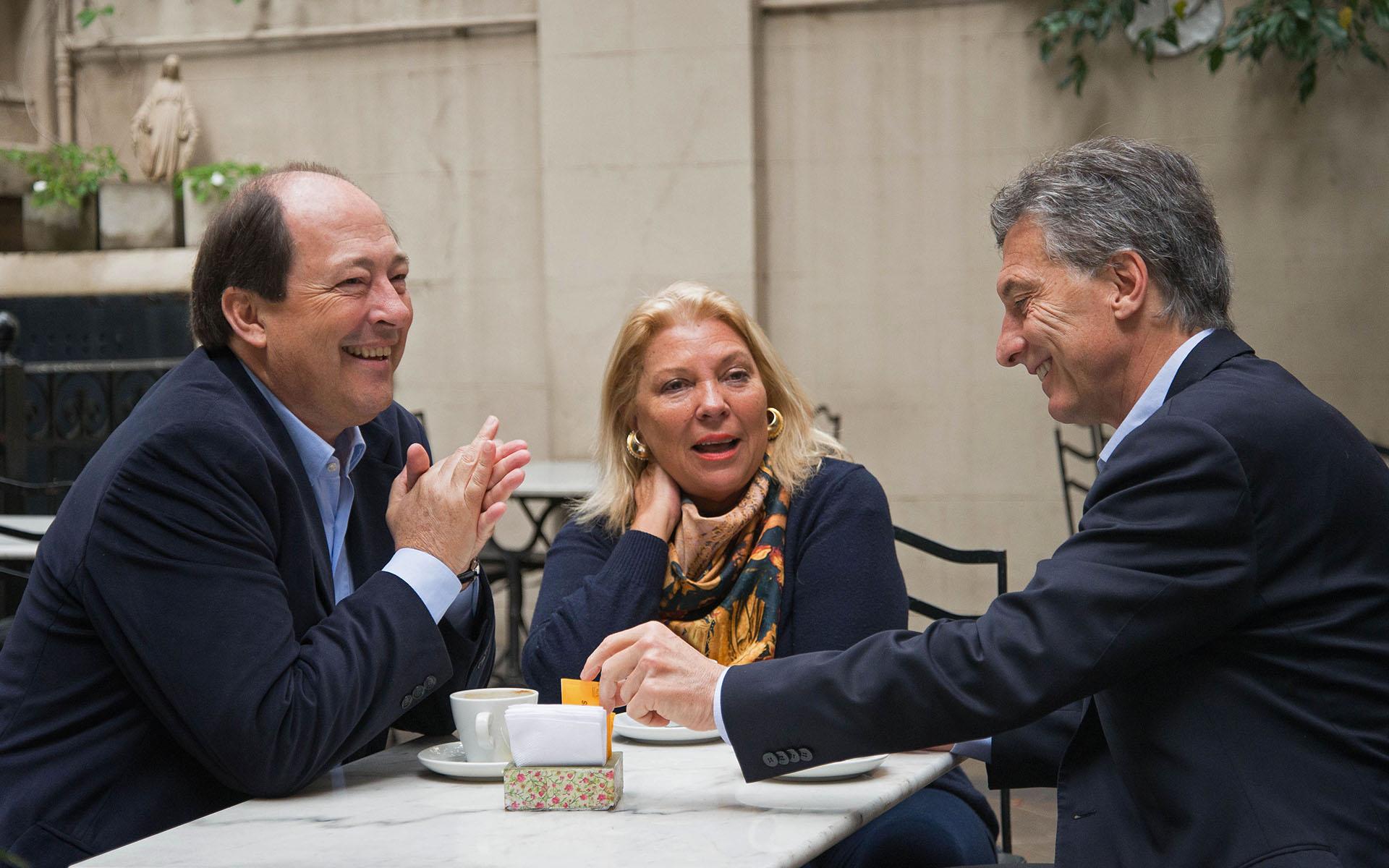 2015. Desayuno con Elisa Carrió y Ernesto Sanz, precandidatos a presidente de la ya formada coalición Cambiemos.