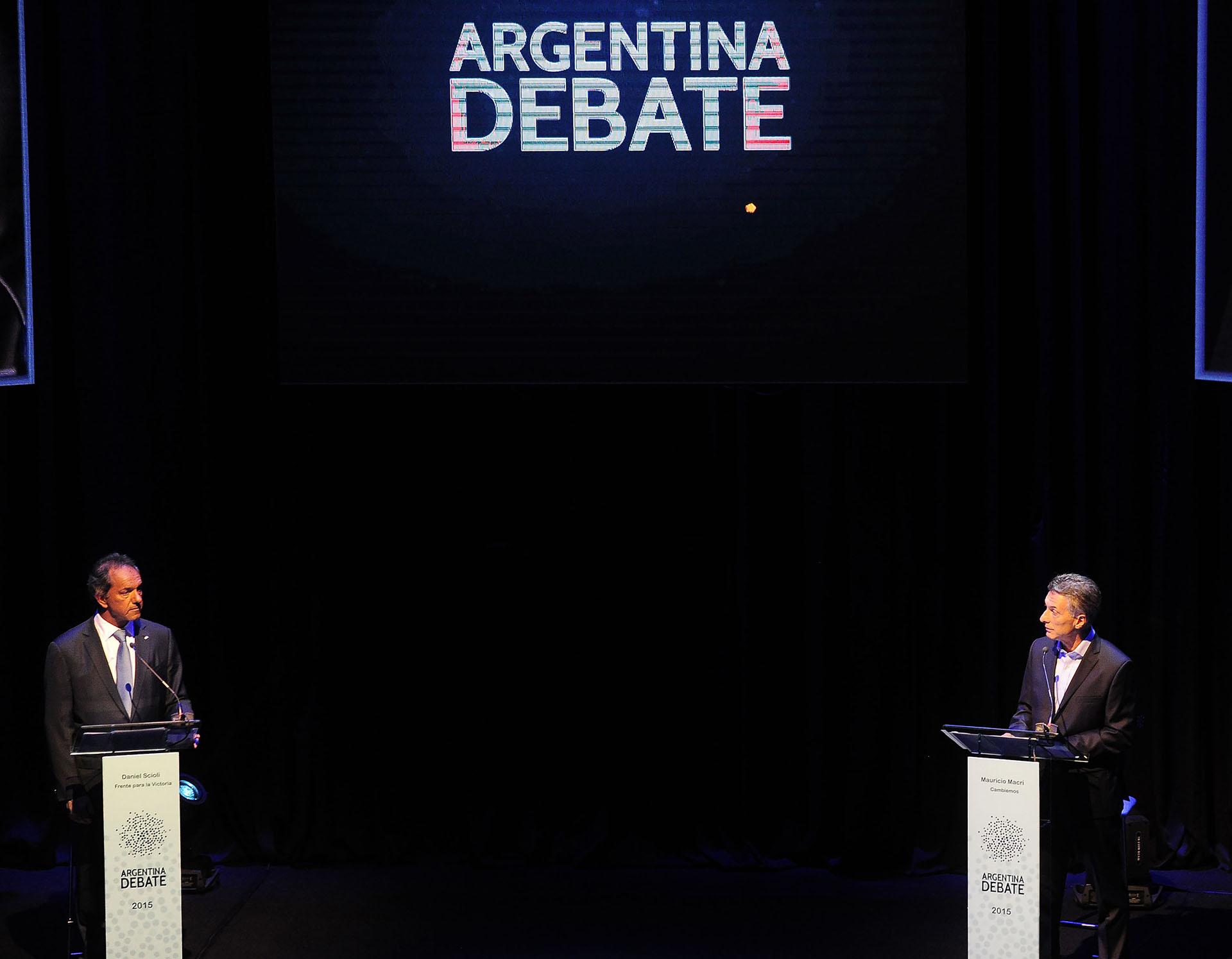 2015. Debate con su oponente en el ballotage presidencial, Daniel Scioli, en la Facultad de Derecho de la UBA.