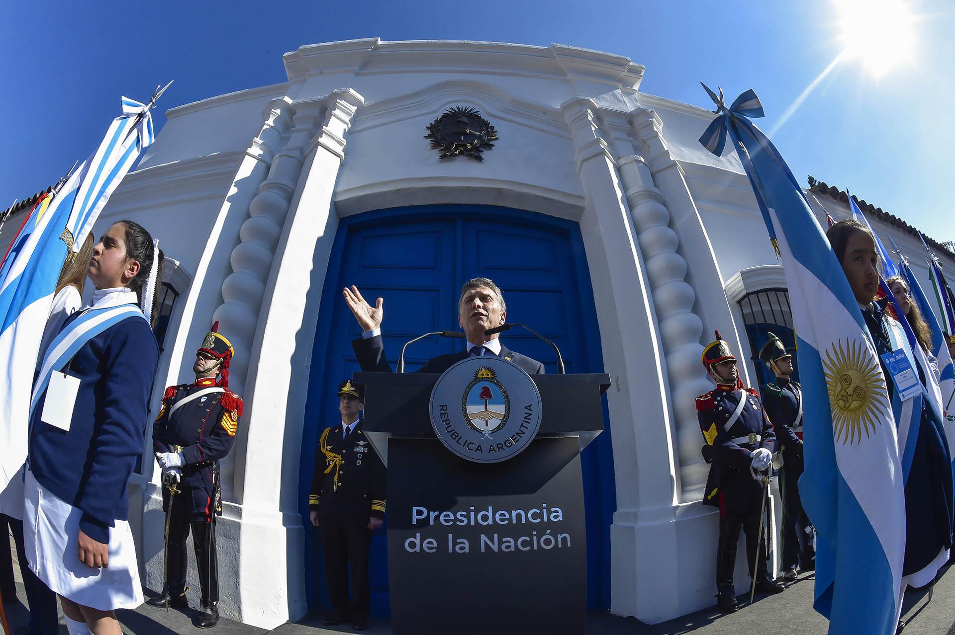 2016. Mensaje presidencial frente a la Casa Histórica, con motivo de los 200 años de la Declaración de la Independencia.