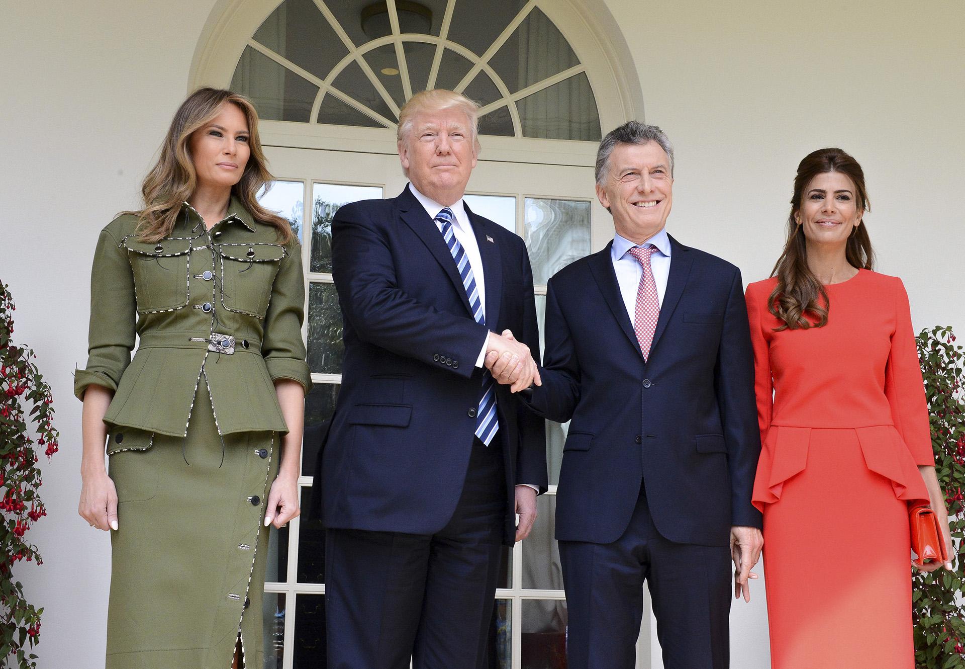 2017. Macri y Trump junto a sus respectivas esposas, Juliana y Melania, en la Casa Blanca.