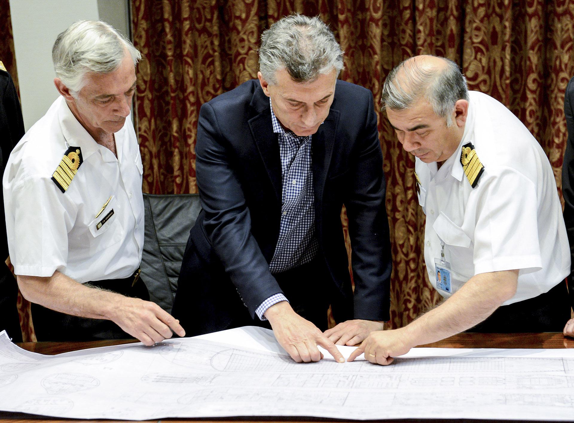 2018. En el Edificio Libertad con los altos mandos de las Fuerzas Armadas para interiorizarse sobre la marcha de los operativos de búsqueda del submarino ARA San Juan.