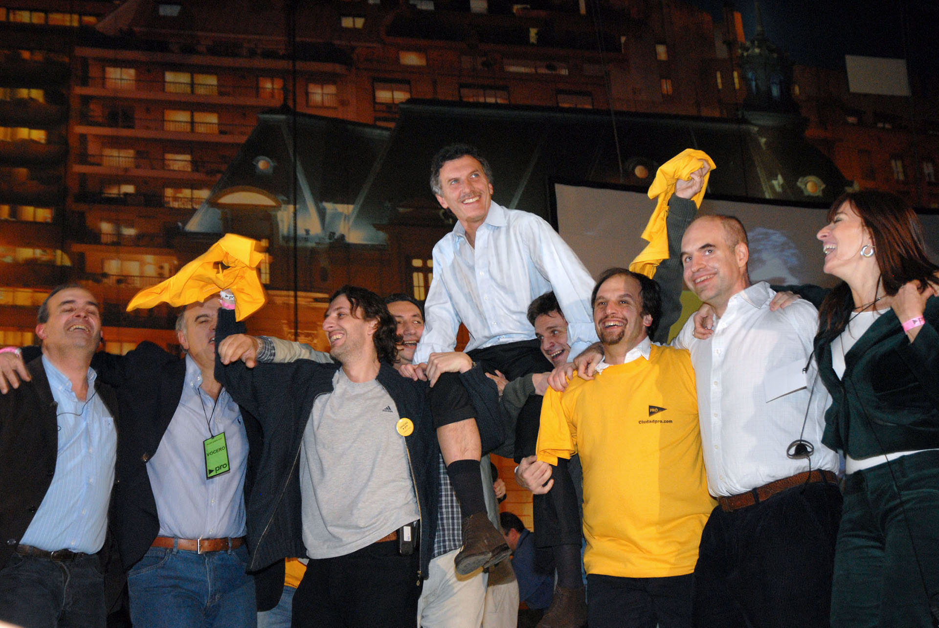 2007. Ya como líder del PRO, Macri festeja luego de consagrarse como Jefe de Gobierno tras imponerse sobre Daniel Filmus en segunda vuelta.