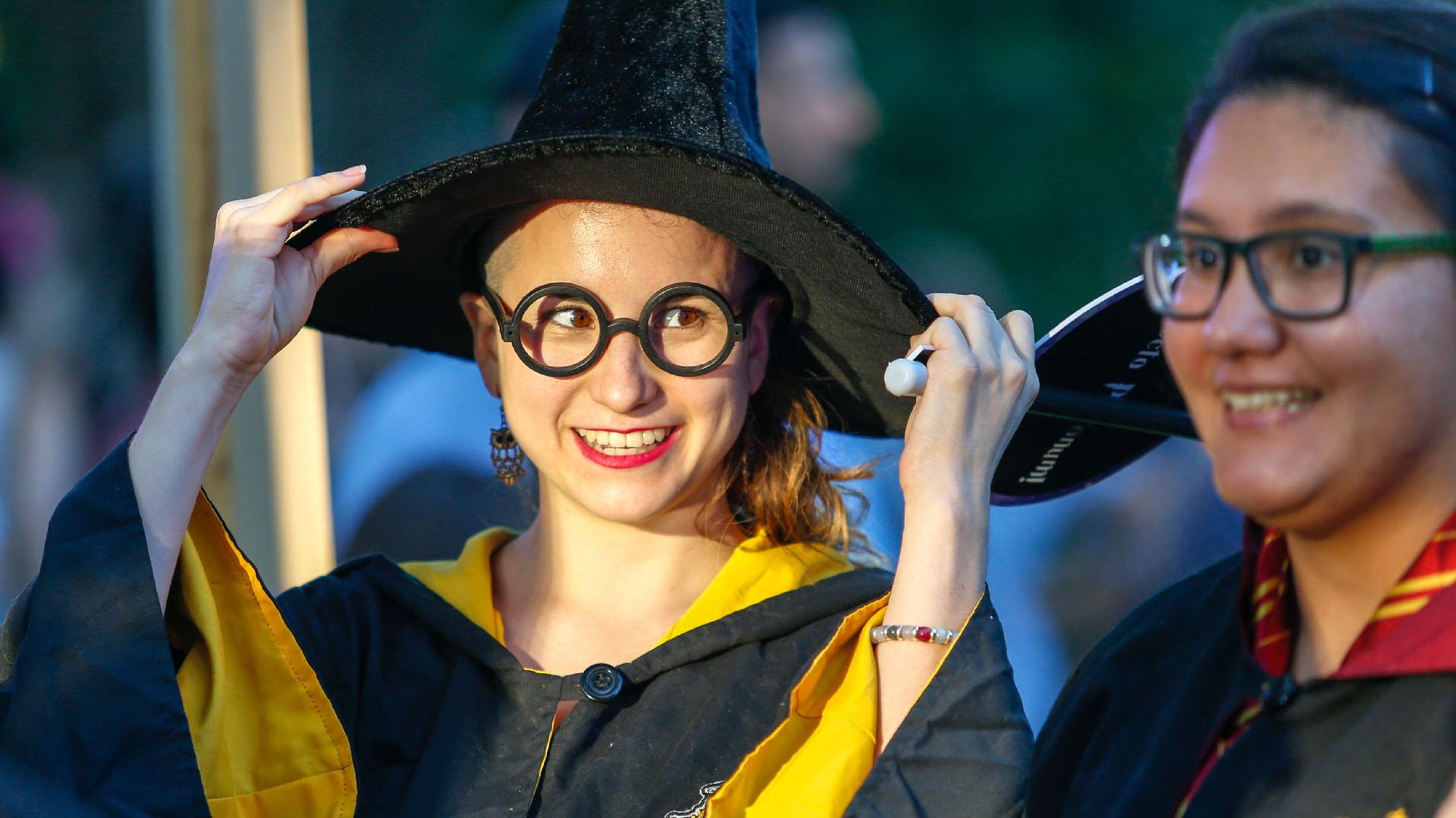 Largas colas para poder disfrutar de la cabina de fotos donde se podían elegir distintas ubicaciones relacionadas con Hogwarts y elementos como sombreros, anteojos, entre otros para acompañar la captura