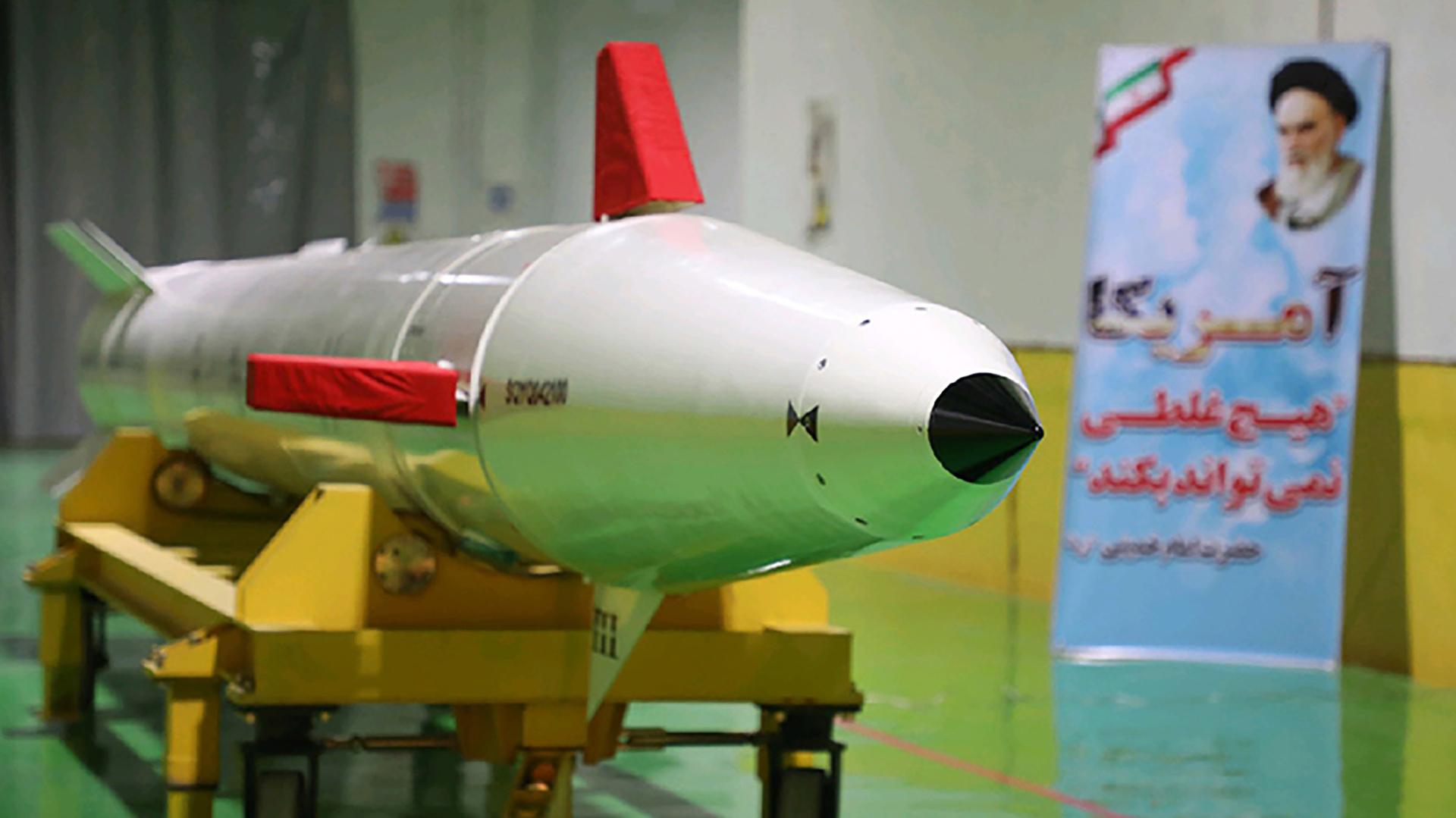 """Yafarí subrayó que """"la presentación de esta ciudad de producción de misiles en las profundidades de la tierra es una respuesta a los disparates que dicen los occidentales"""" (AFP)"""