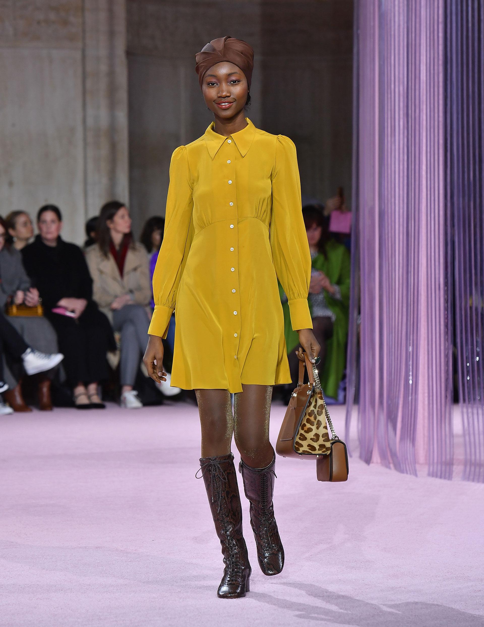 Vestidos camiseros abotonados en amarillo. La combinación de colores tierra, y el animal print, un must para el invierno de Kate Spade 2019