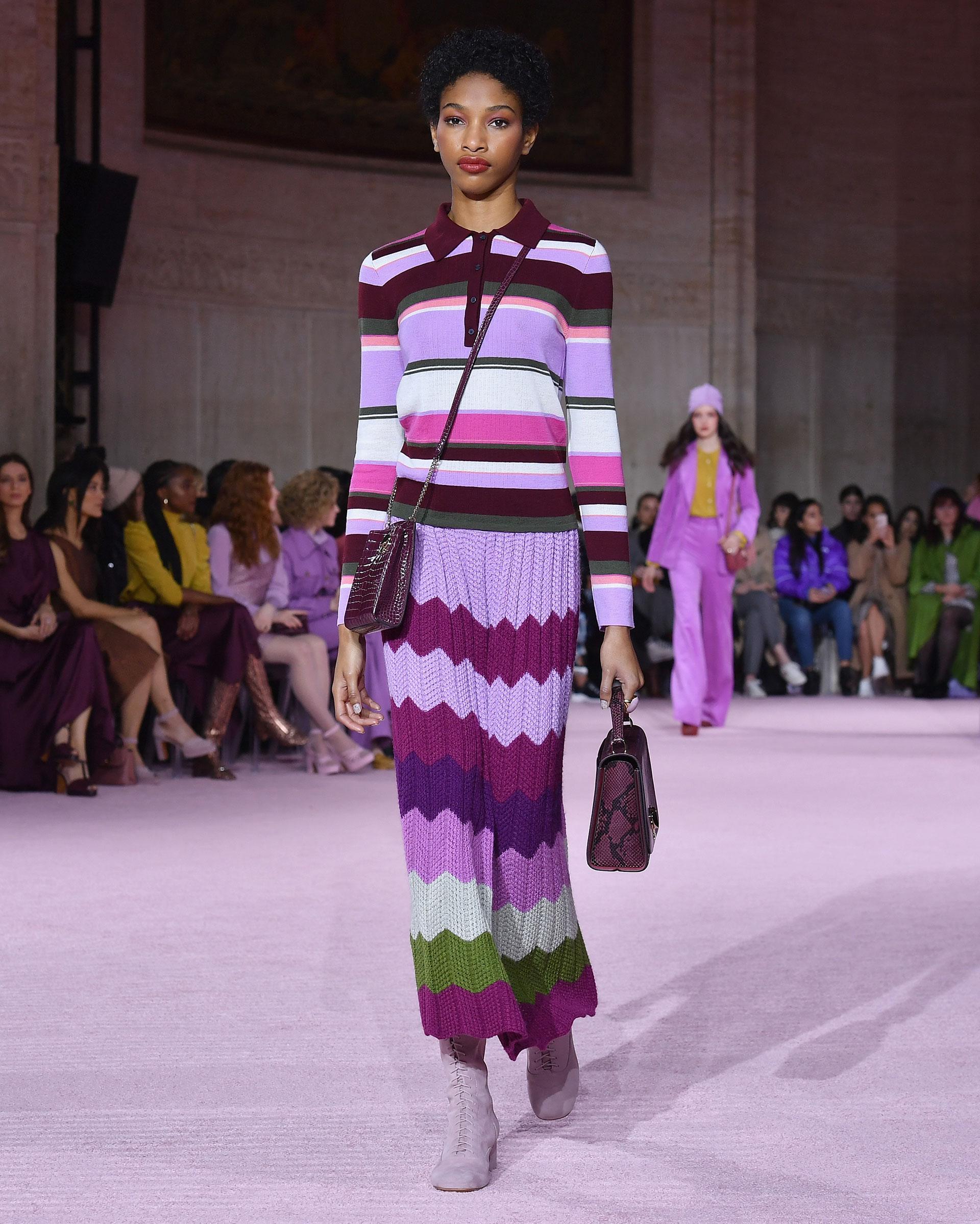Los tejidos para el invierno llegaron de la mano de Kate Spade. Multicolor y rayados, maxi falda y chomba de mangas largas en la colección