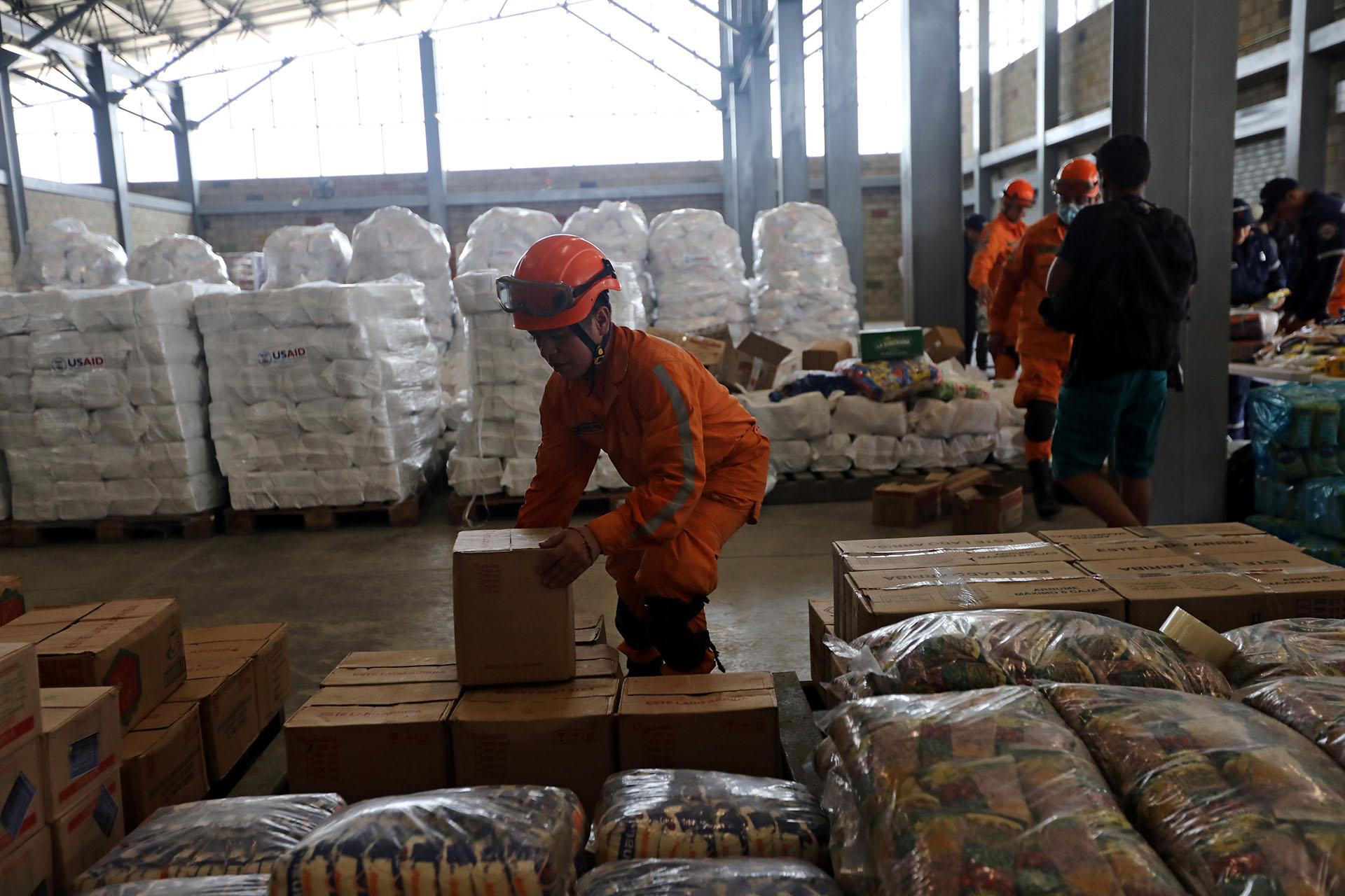 En la ciudad colombiana de Cúcuta, cercana a la frontera con Venezuela, fue instalado un primer centro de acopio de ayuda humanitaria