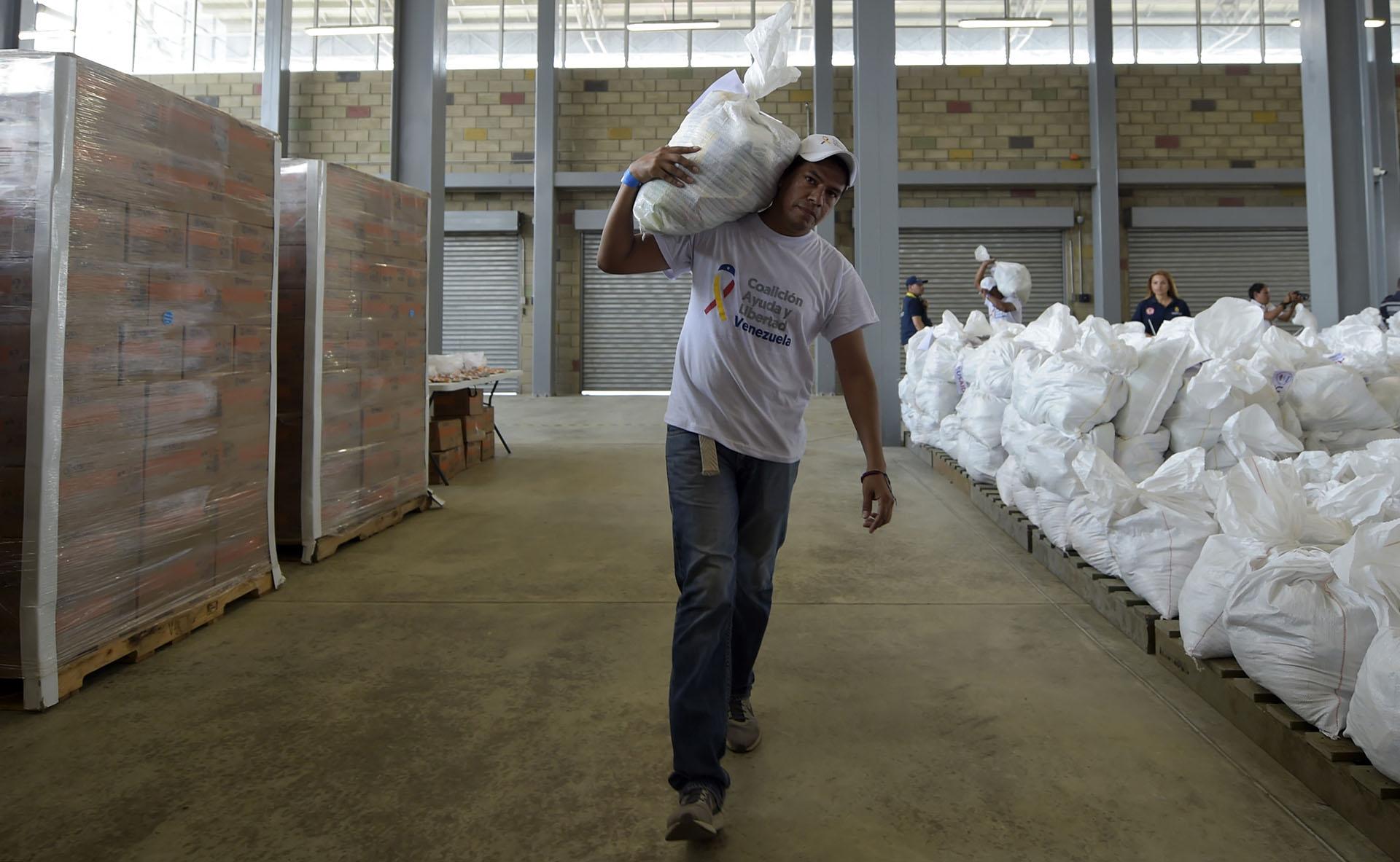 Lester Toledo, quien representa a Guaidó en la misión de ayuda en Cúcuta, emitió un mensaje a las tropas venezolanas en el que les dijo que la ayuda contiene alimentos y medicamentos que sus propias familias necesitan