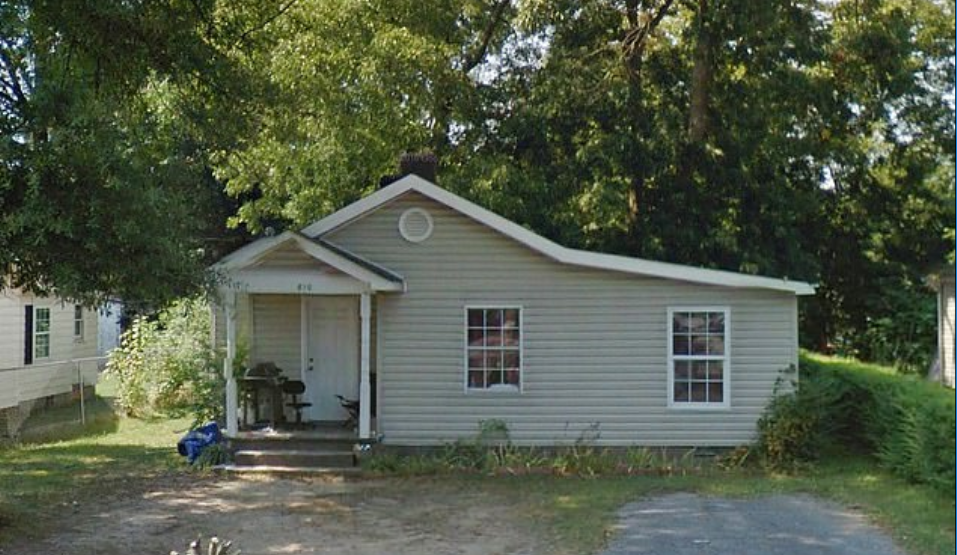 Durante el registro de la vivienda en la casa de Dalton, los oficiales encontraron 16 perros desnutridos (Foto: Google Maps)