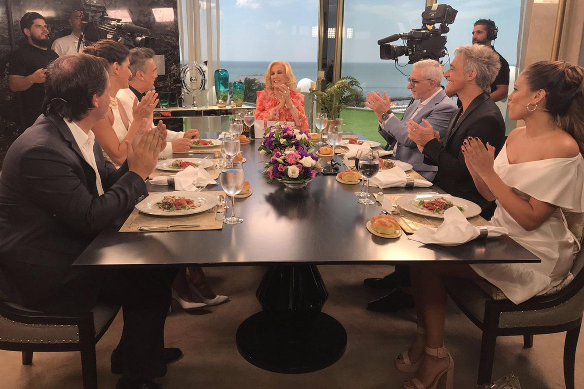 Mirtha, con sus invitados de este domingo; a su derecha se sentaron Nito y Milone (Foto: Twitter)