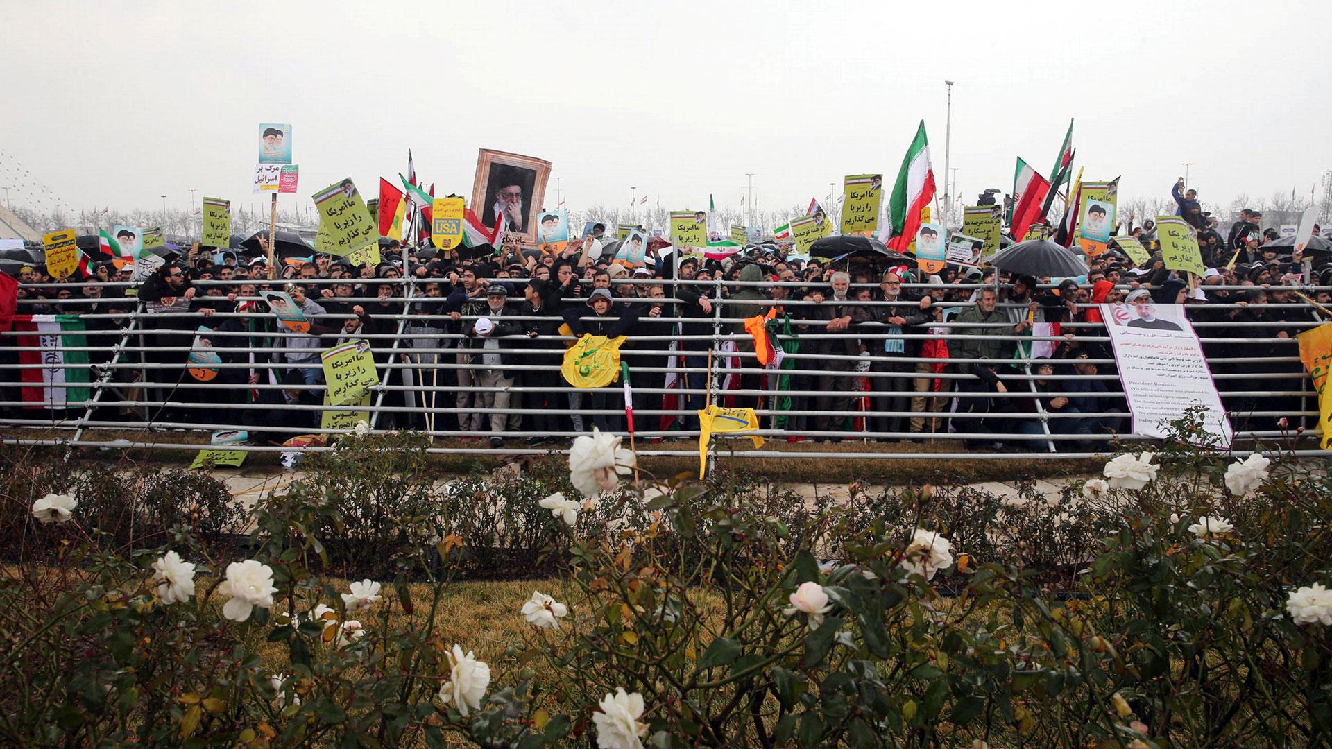 Simpatizantes de la Revolución Islámica en e su 40° aniversario (Reuters)