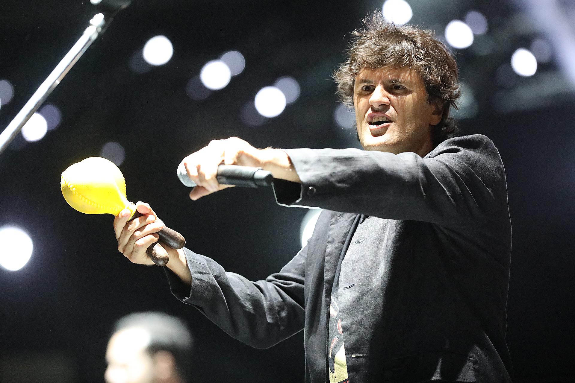 Andrés Ciro estuvo una vez más en el festival, al frente de Los Persas. Su histrionismo fue tan festejado como las canciones de su banda y las de Los Piojos (Mario Sar)