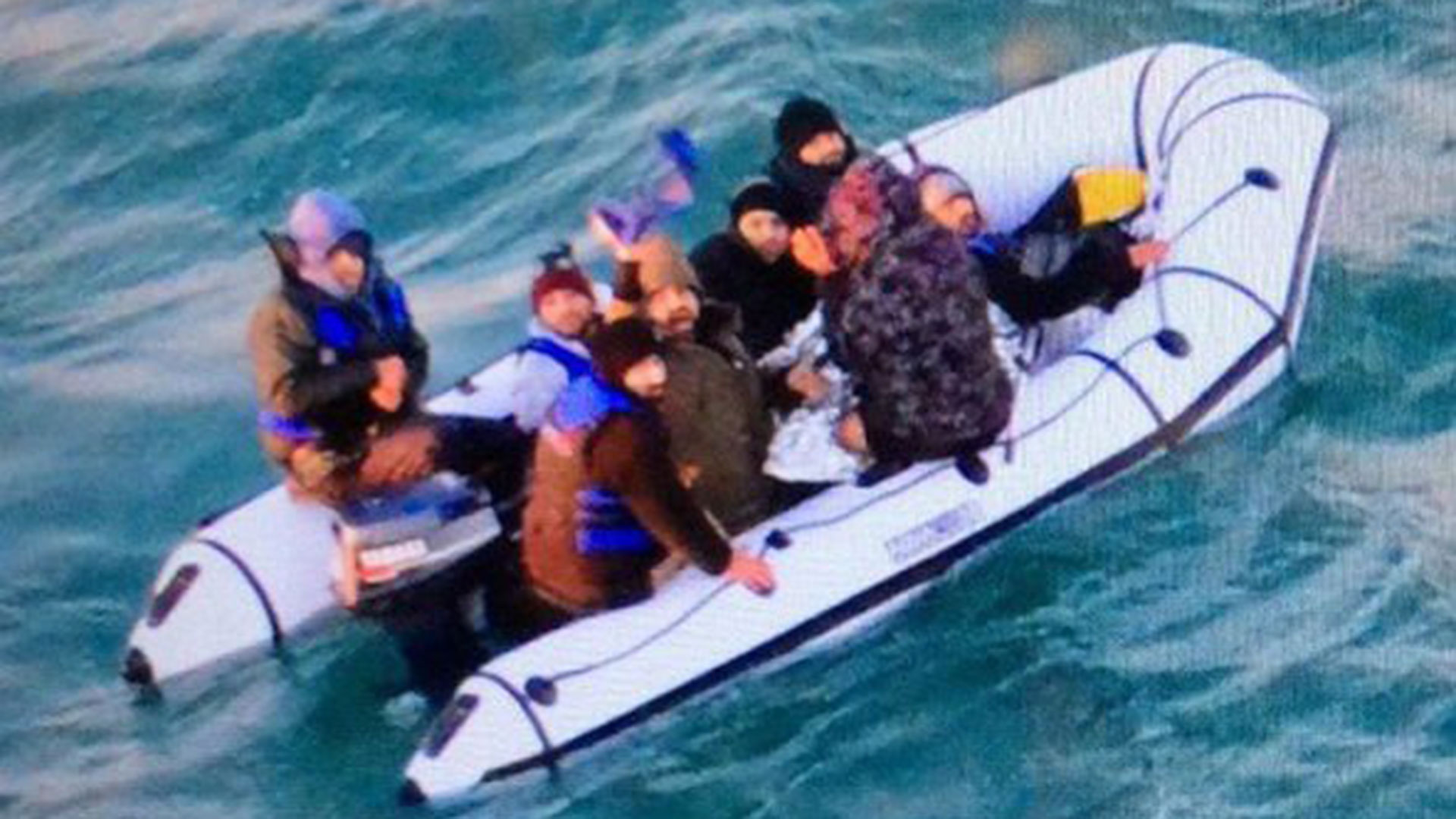 Un bote inflable interceptado en el Canal de la Mancha, similar al utilizado por el científico (premarmanche/marine nationale)
