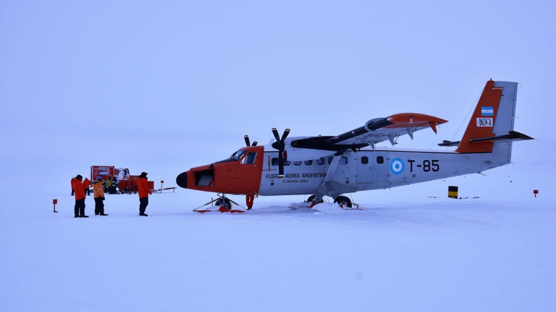 El avión es un DH6 Twin Otter