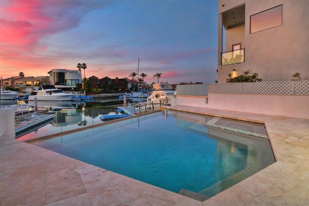 Por las dos propiedades Gordillo recibiría casi 9 millones de dólares.