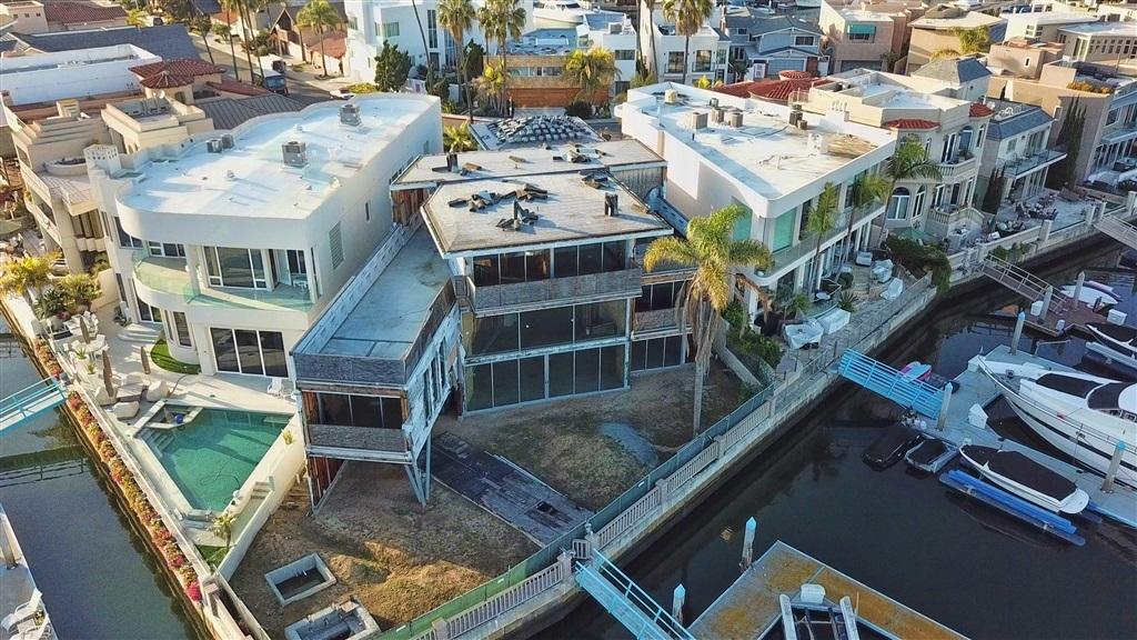 Así anuncian la residencia en construcción con una privilegiada vista al mar.