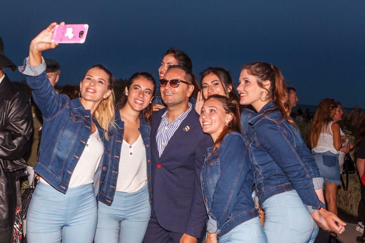 Fabian Media Flores y chicas de La Costa