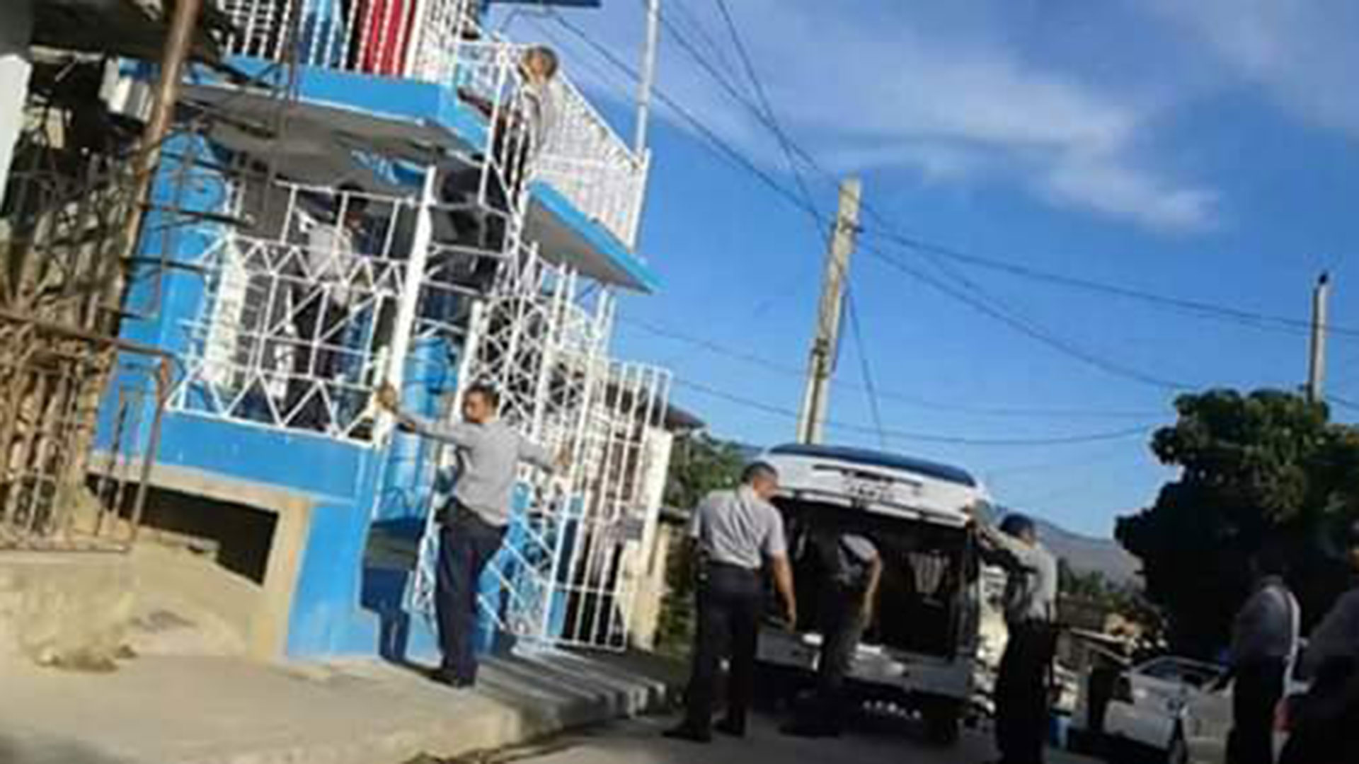 Así allanó la policía del régimen la sede de la UNPACU