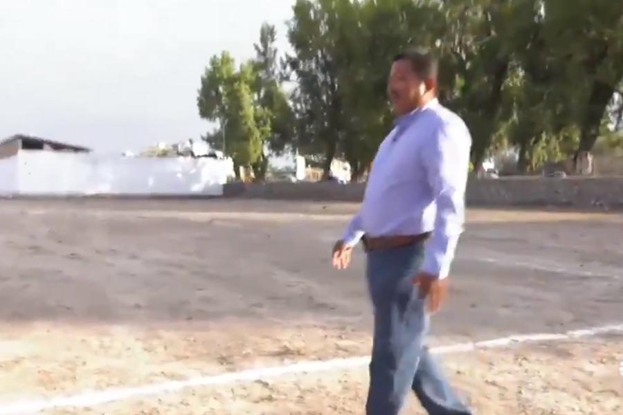 Alcalde en el señalamiento del nuevo panteón de Tlahuelilpan (Foto: Especial)