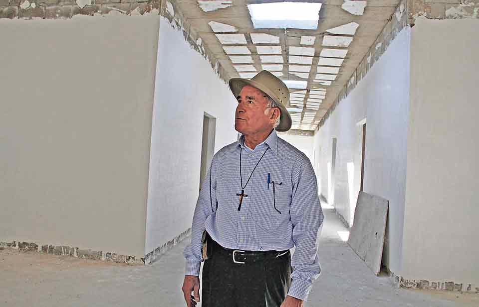 El sacerdote Aristeo Baca enfrenta acusaciones de abuso sexual y violación en contra de niña de 12 años. (Fotos: Cortesía Diario de Juárez)
