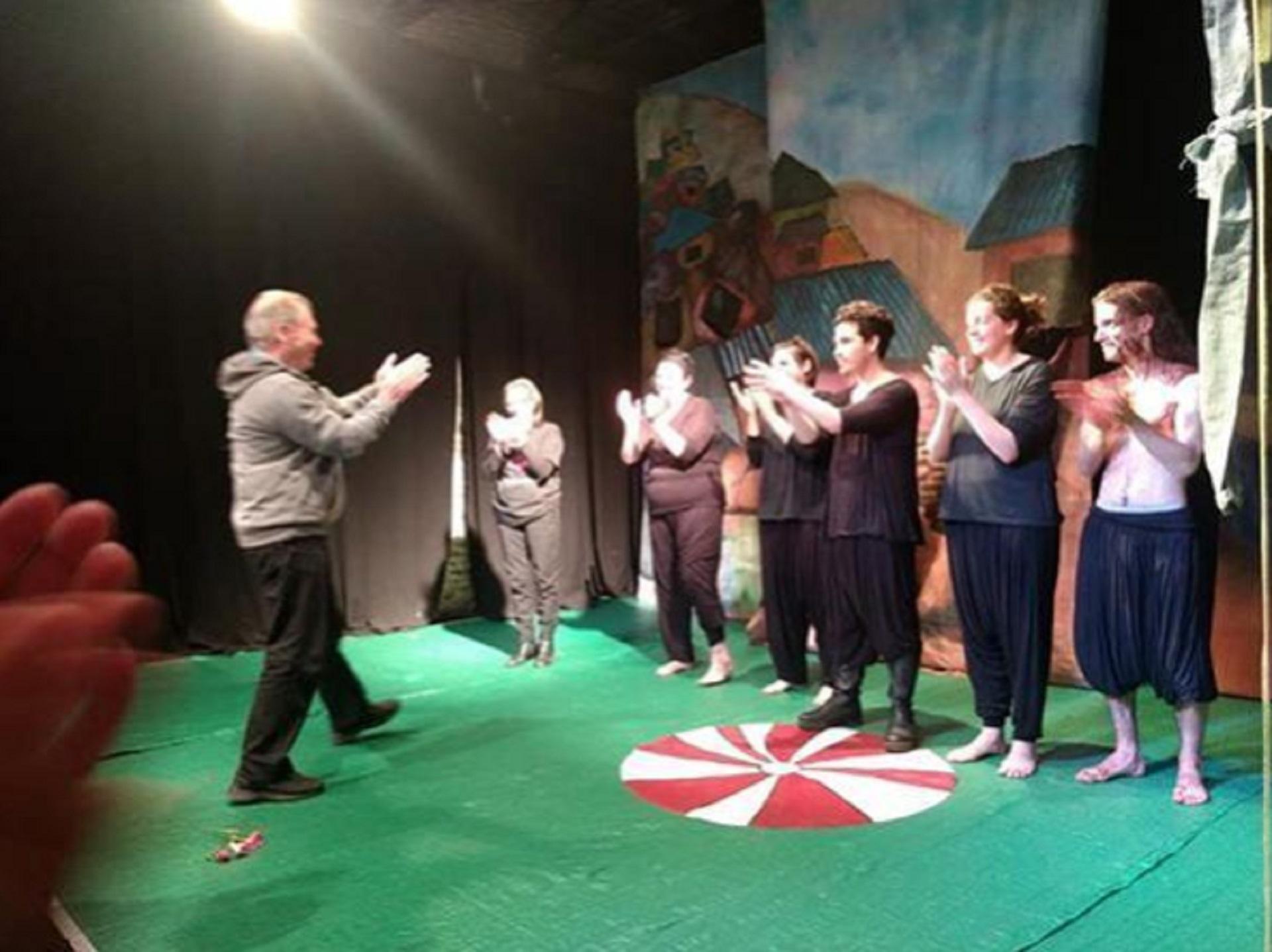 Durante una clase de teatro en El Séptimo Fuego (Foto: Instagram)