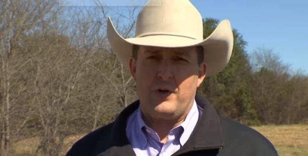 Craig Johson, jefe adjunto del condado relató sobre el estado en que se encontraron los niños (Foto: YouTube)
