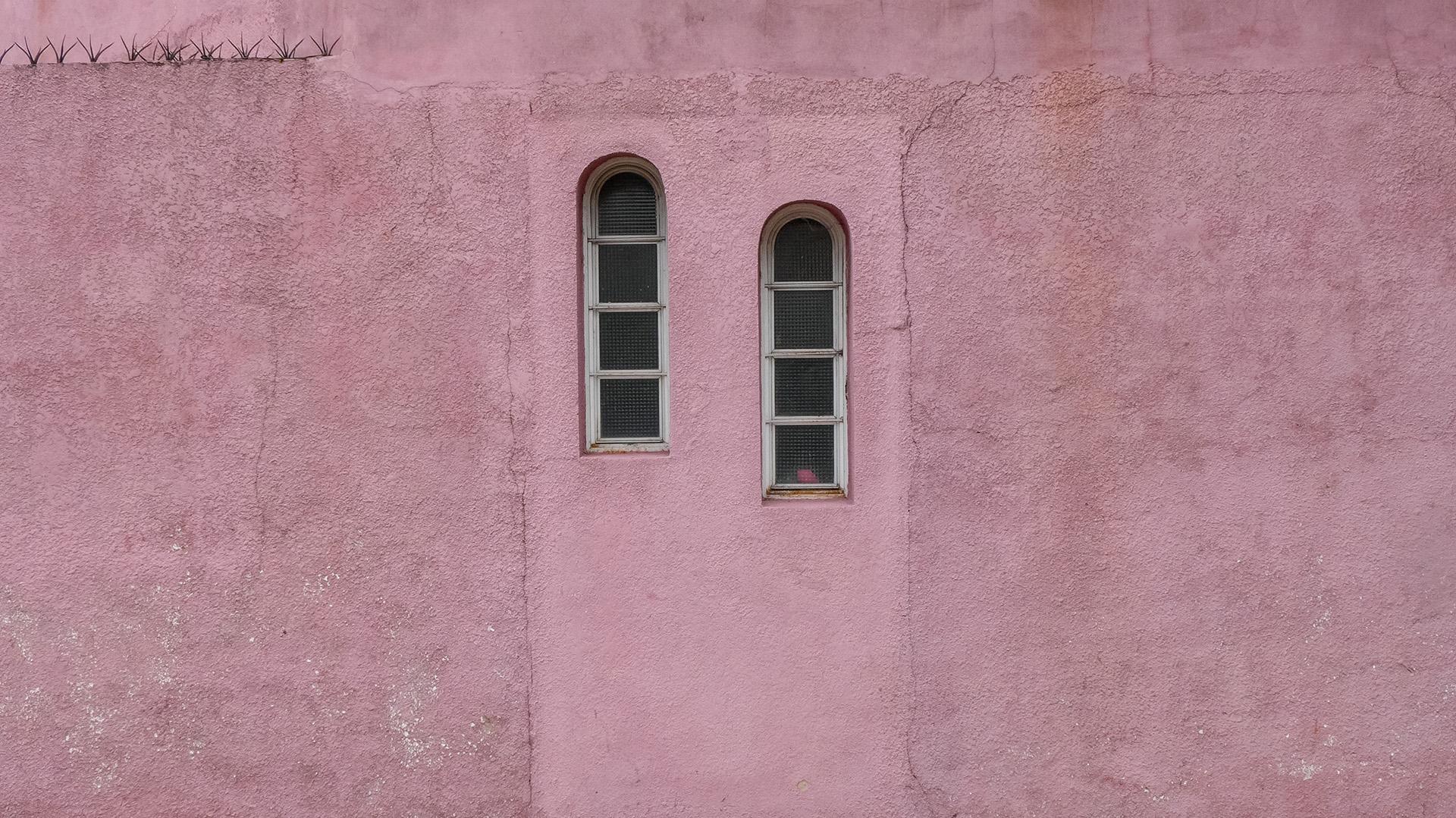 Ochava rosa con dos ventanas (BA, 2017)