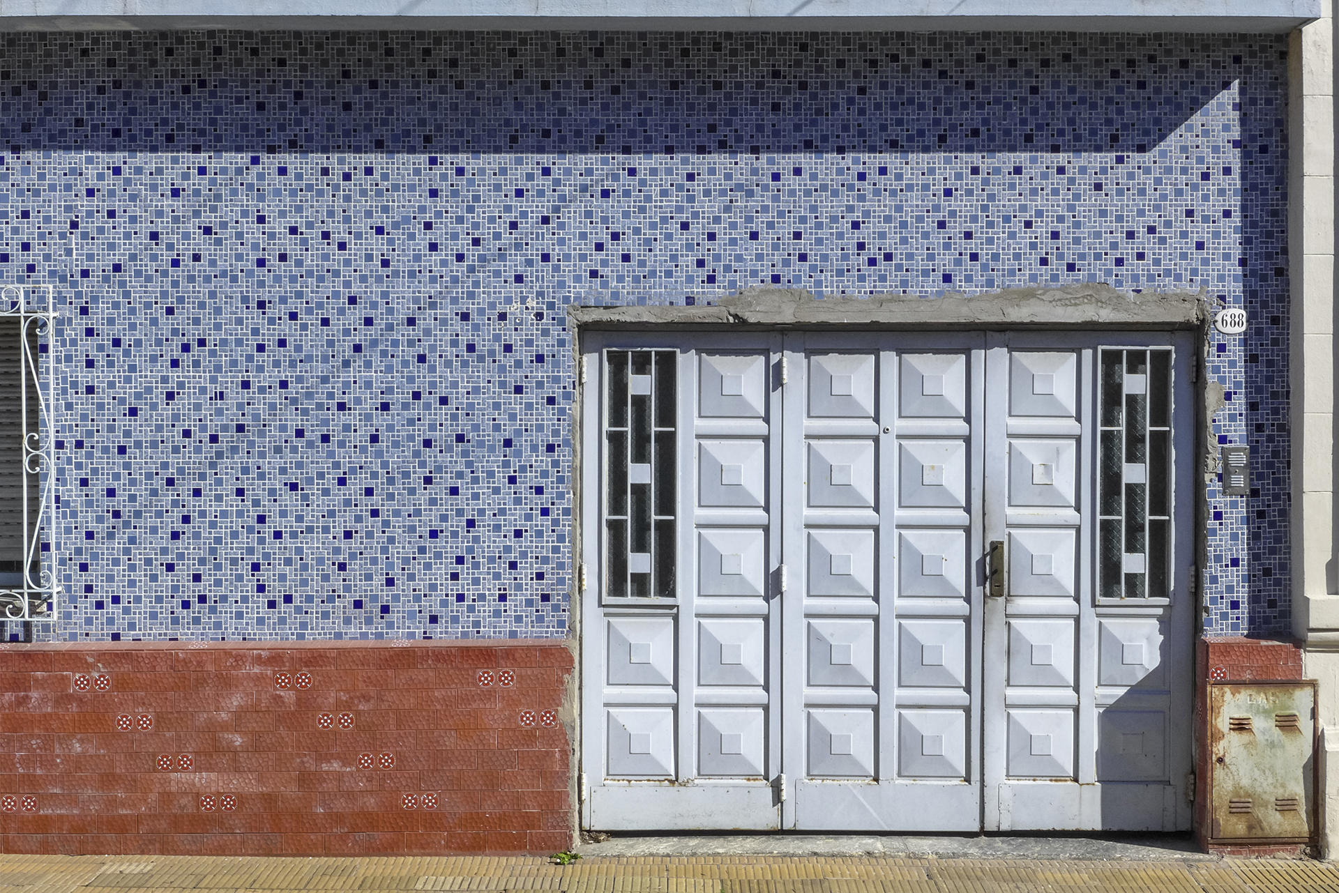Frente con portón (Caballito, BA, 2018)