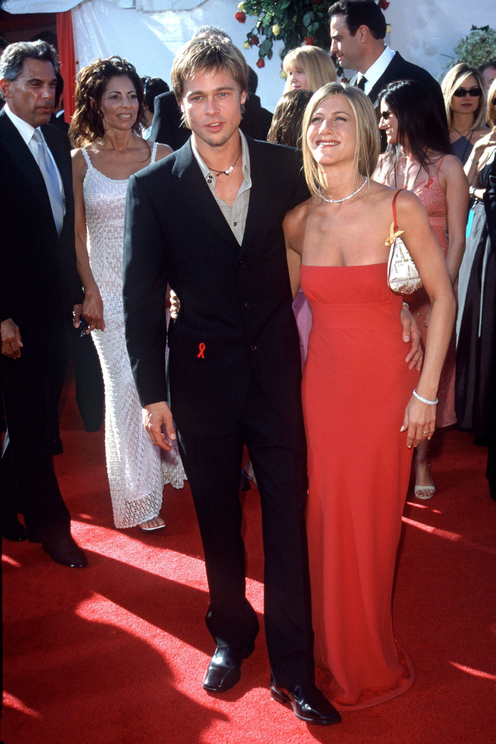 Brad Pitt y Jennifer Aniston en los Emmy Awards en 2000